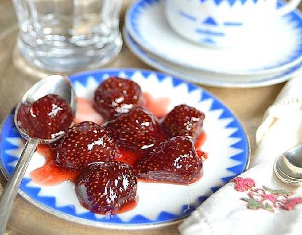 Варенье из клубники с целыми ягодами — густое и ароматное! 3 проверенных рецепта.