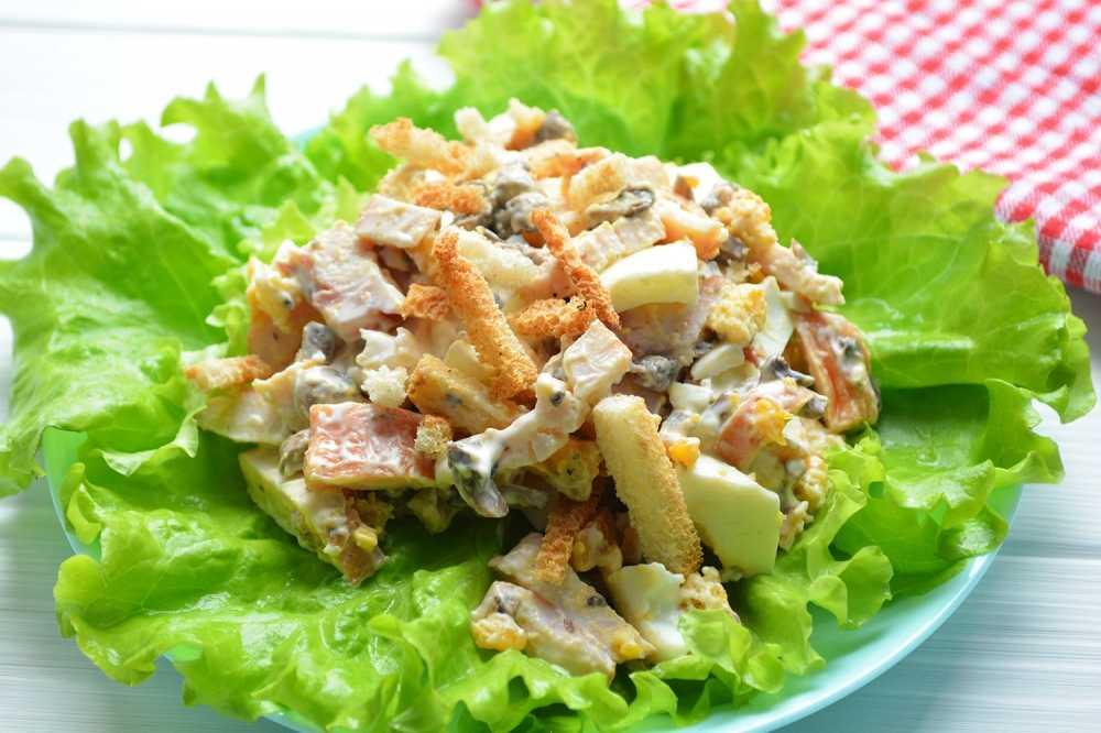 Салаты с курицей и грибами. очень вкусные рецепты