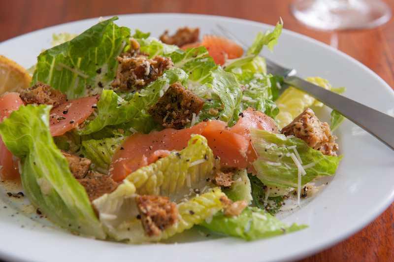 Салат цезарь с курицей и сухариками – вкус, оправдавший свое благородное название: рецепт с фото и видео