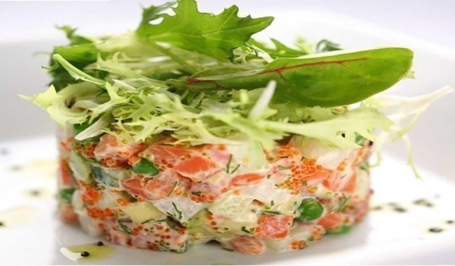 Салат со слабосоленой форелью — очень вкусные рецепты на праздничный стол