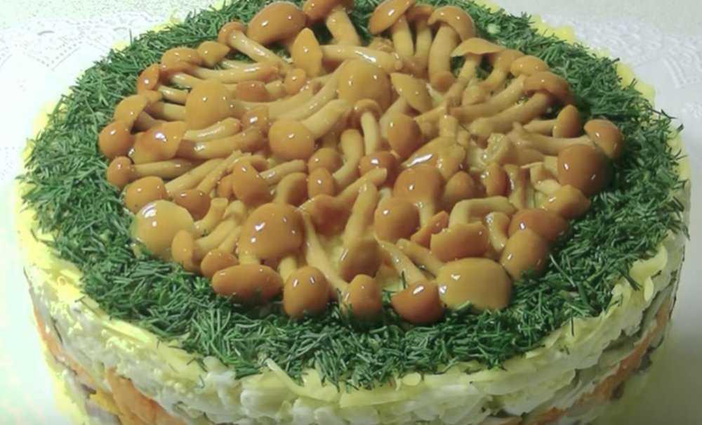Салат «лесная поляна» с шампиньонами: два интересных рецепта, советы по выбору ингредиентов, способ маринования грибов в домашних условиях и полезное видео, которое поможет начинающим хозяюшкам
