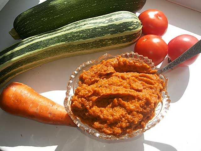 Кабачковая икра с болгарским перцем и томатной пастой