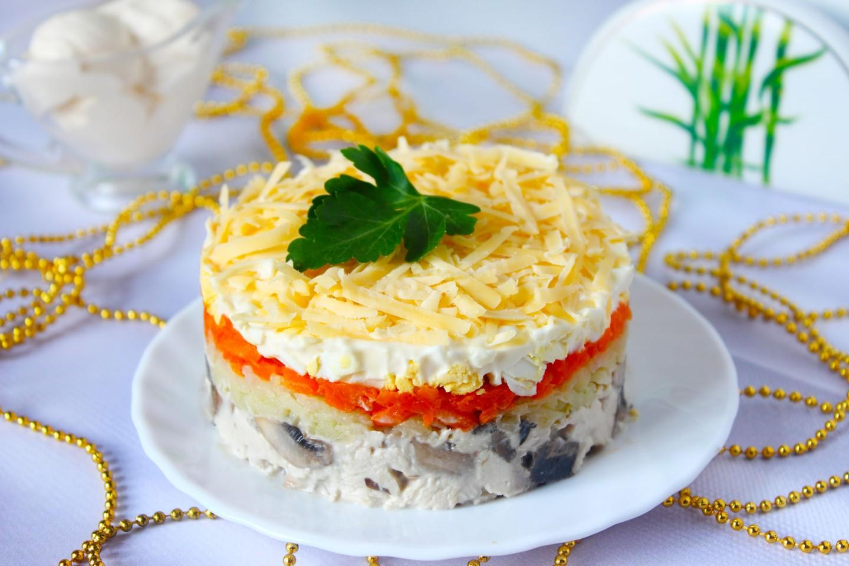 Салат с курицей и грибами – 12 вкуснейших рецептов с фото