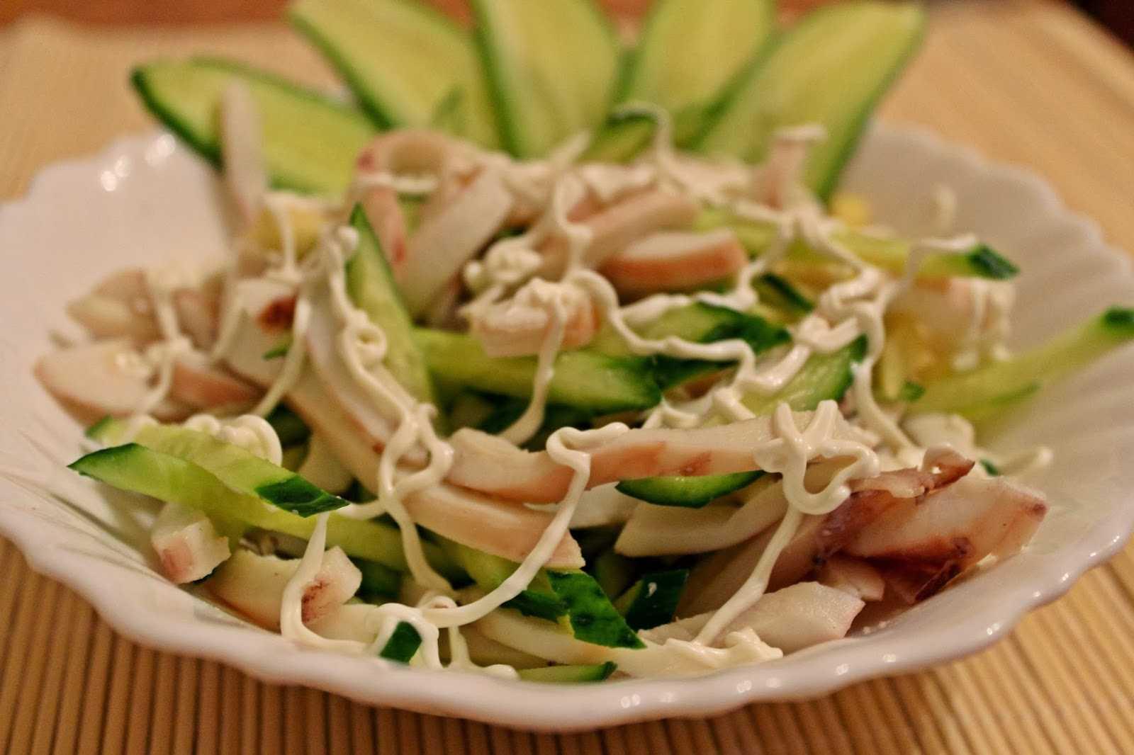 Салат из дайкона с кальмарами