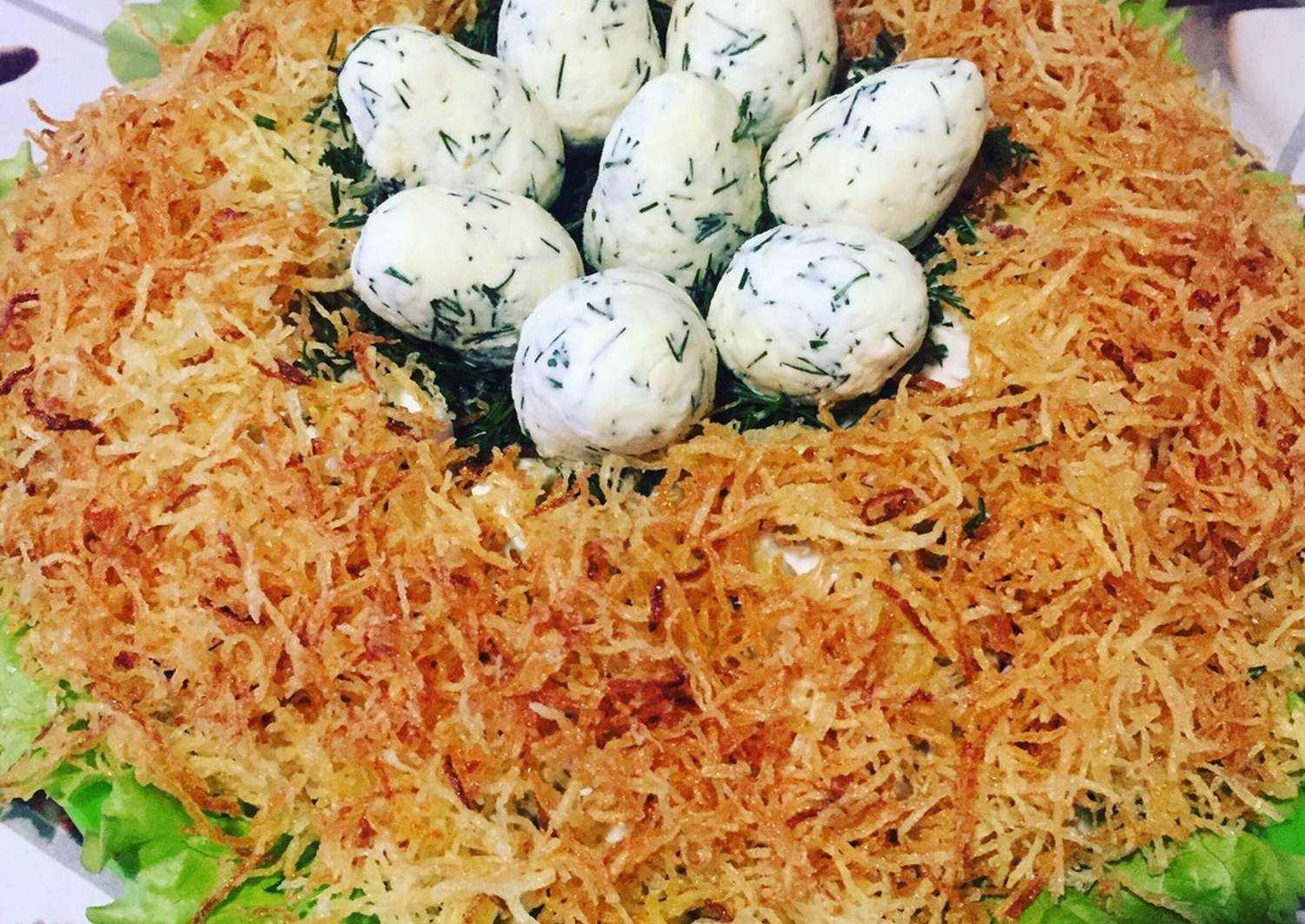 """Салат """"гнездо глухаря"""": классический рецепт, ингредиенты, украшение  — нескучные домохозяйки"""