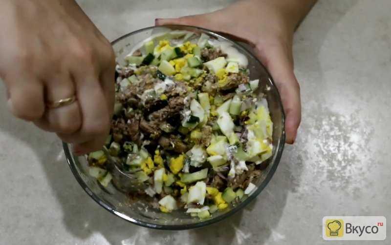 Рыбный салат из консервированной сайры 129 рецептов - 1000.menu