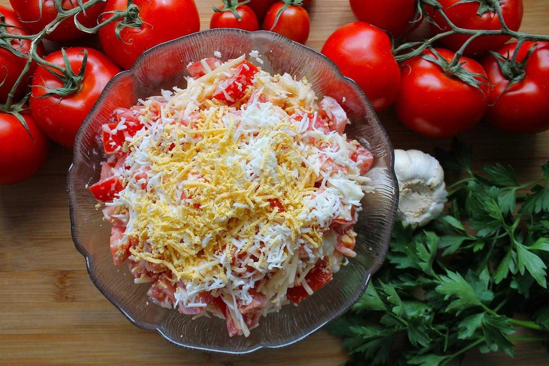 Салат с мясом криля и огурцами и кукурузой и твердым сыром рецепт с фото пошагово - 1000.menu