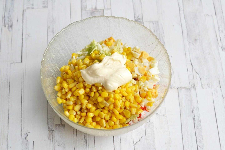 Салат из пекинской капусты и кукурузы, заправка из масла рецепт с фото - 1000.menu