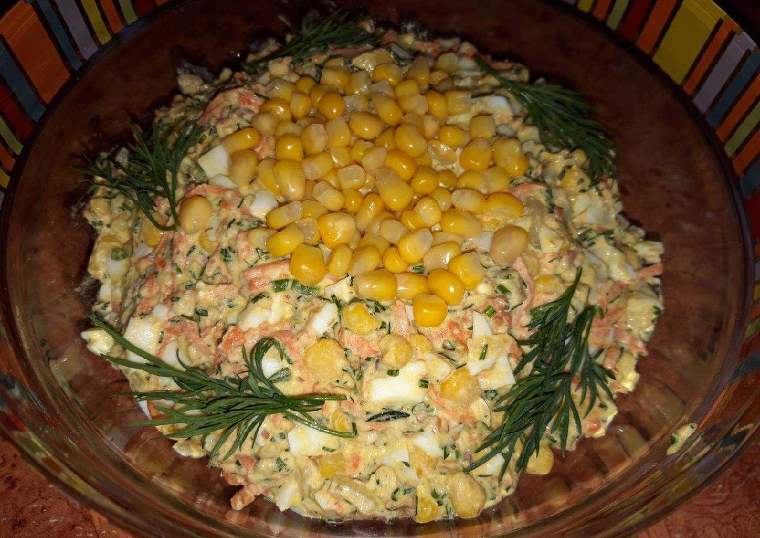 Салат с рыбными консервами и зеленым луком
