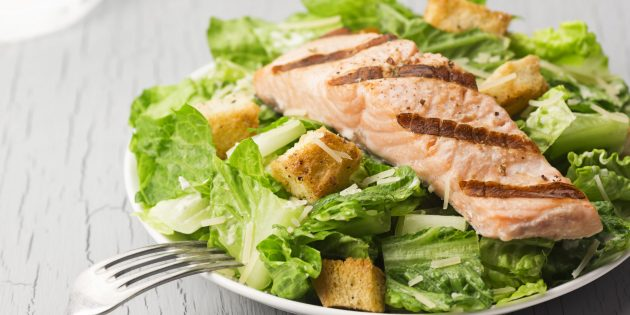 Настоящий салат «цезарь» без курицы с сухариками – классический, простой рецепт