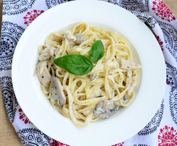 Паста с беконом и грибами в сливочном соусе - 10 пошаговых фото в рецепте