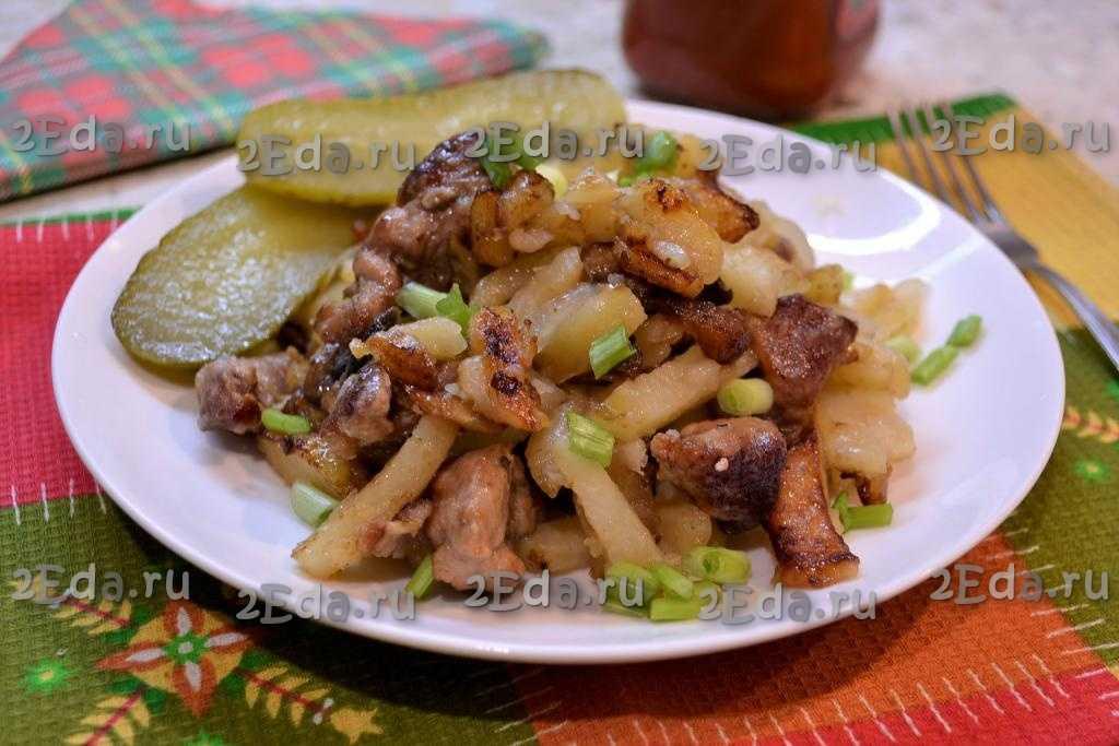 Картошка с грибами на сковороде со сметаной рецепт с фото пошагово - 1000.menu