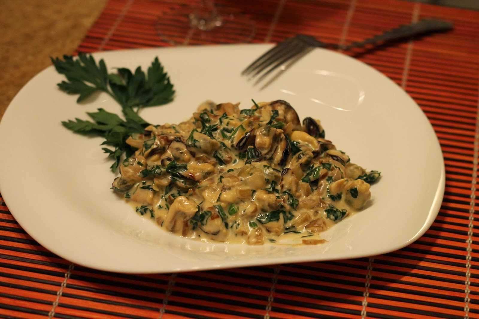 Салат с мидиями — 15 домашних вкусных рецептов приготовления