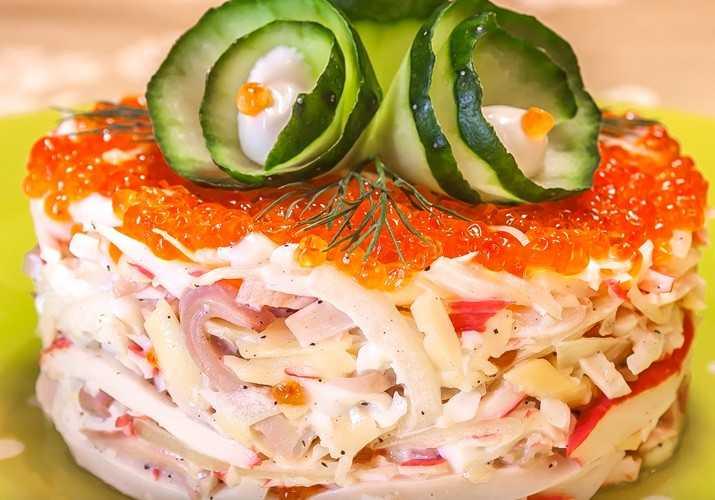 Самый вкусный салат с кальмарами: 8 простых рецептов