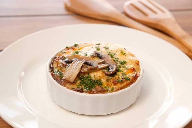 Жульен.  5 вкусных рецептов приготовления: классический, с курицей и грибами, со сметаной, в картофеле и в тарталетках.