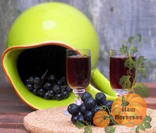 Наливка из черноплодной рябины на водке с вишневыми листьями в домашних условиях