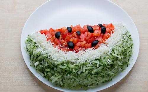 Как приготовить салат арбузная долька с курицей и другими ингредиентами: пошаговые рецепты с фото и видео