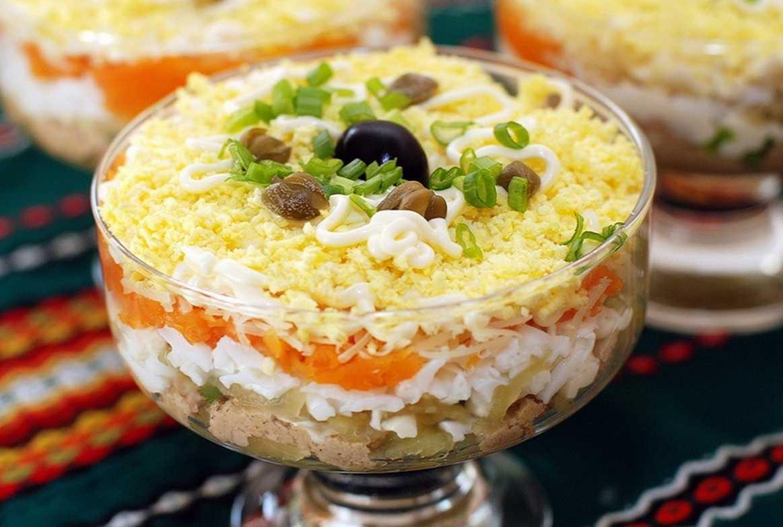 Слоеный салат с куриной печенью: рецепты с фото пошагово