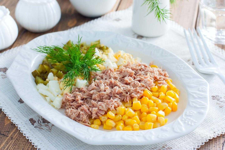 Салат с тунцом и кукурузой рецепт с фото пошагово - 1000.menu