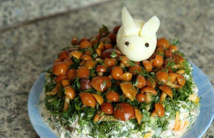 Классический рецепт салата «лесная поляна» иновые варианты блюда-«перевертыша»