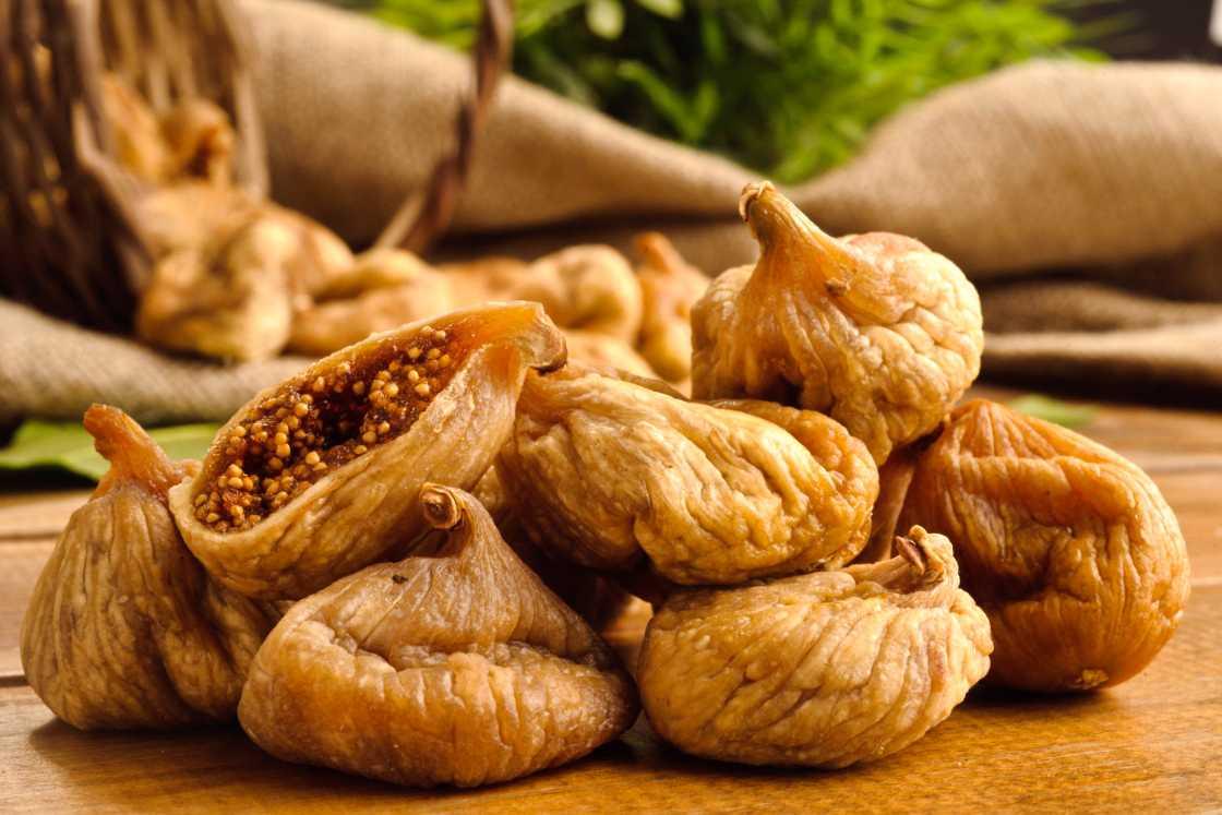 Инжир сушеный: полезные свойства и состав, употребление и хранение, калорийность и противопоказания