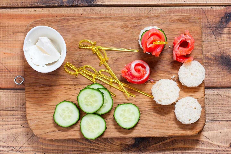 Бутерброды с красной икрой на праздничный стол – 17 простых и вкусных рецептов