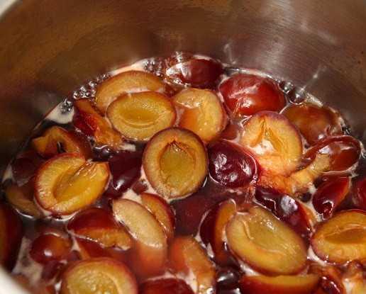 Компот из клубники и яблок: рецепты из свежих и сушеных плодов, со стерилизацией и без. Выбор и подготовка ингредиентов, секреты приготовления, сроки и условия хранения.
