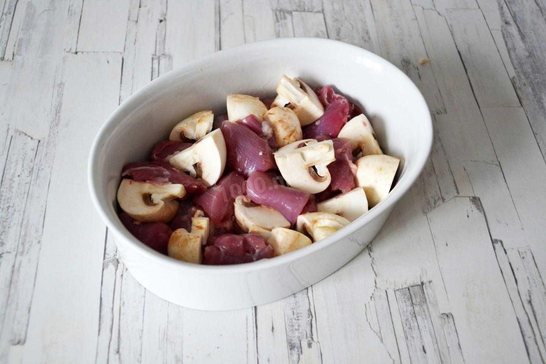 Индейка с грибами в сливочном соусе рецепт с фото пошагово и видео - 1000.menu