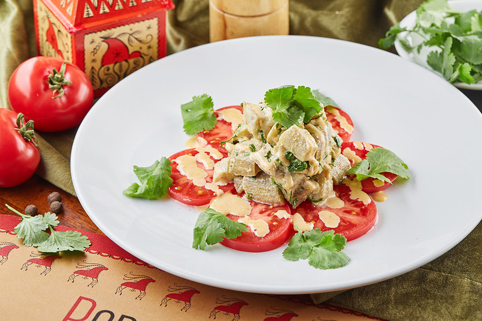 Салат с курицей и вялеными помидорами рецепт с фото - 1000.menu