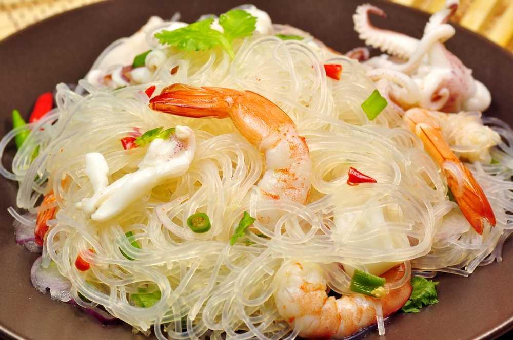 Хотите узнать, как качественно приготовить блюдо Салат с рисовой лапшой, курицей и овощами  пошаговые фото, порядок приготовления, комментарии, советы, состав, похожие салаты