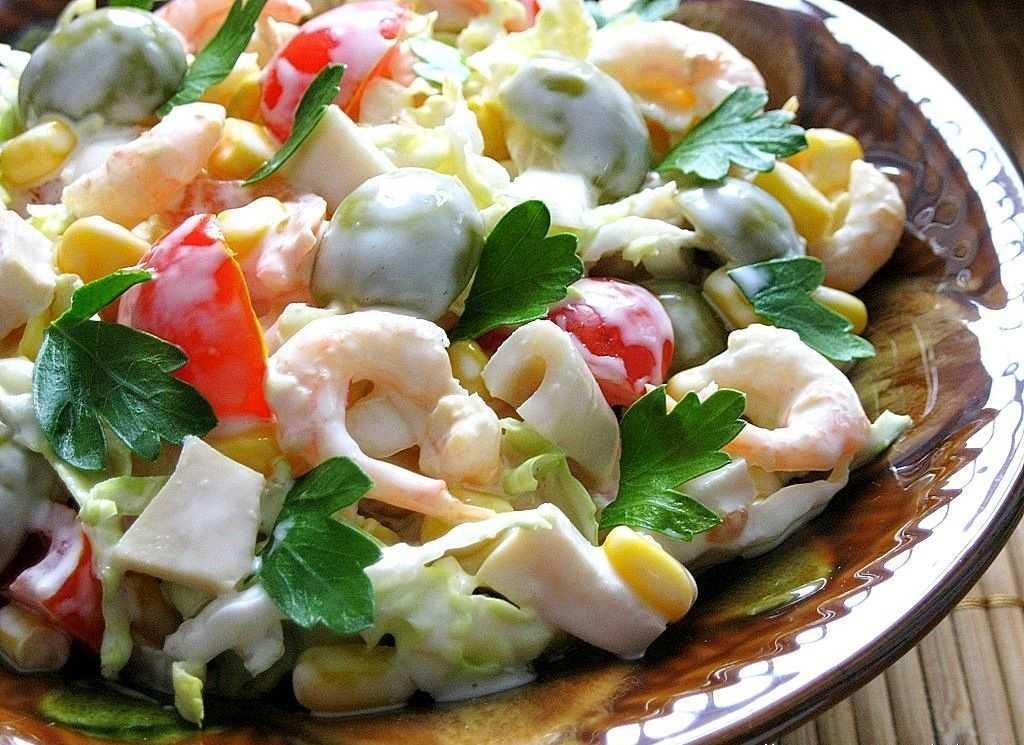 Салат из кальмаров. коллекция вкусных и простых рецептов