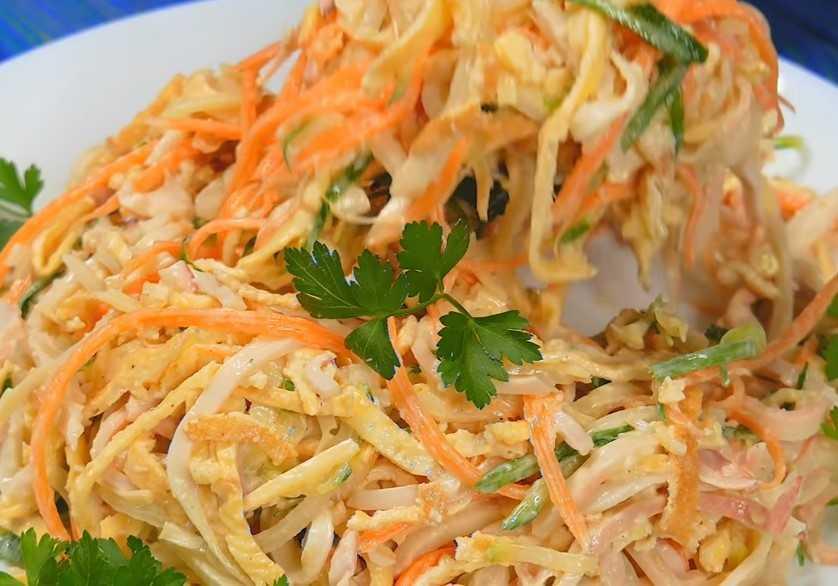 Салат из кальмаров: 15 лучших рецепта с фотографиями