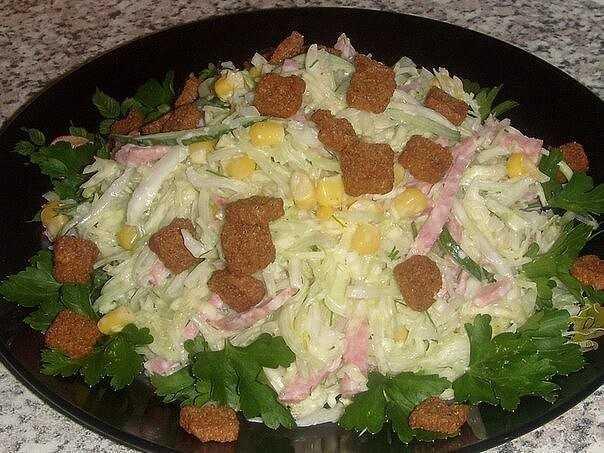 Как приготовить салат с фасолью копченой колбасой и сухариками: поиск по ингредиентам, советы, отзывы, пошаговые фото, видео, подсчет калорий, изменение порций, похожие рецепты