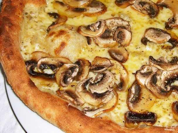Грибная пицца — готовится с белыми грибами и моцареллой