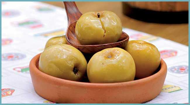 Моченые яблоки и капуста