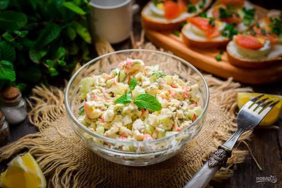Крабовый салат с огурцом — классический рецепт