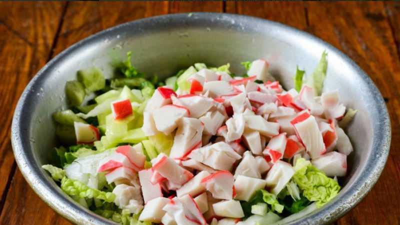 Салат из крабовых палочек с кукурузой и огурцом - 5 простых и вкусных рецептов с фото