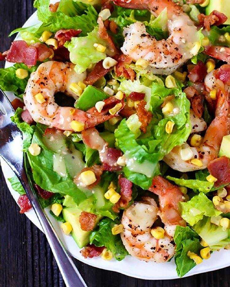 Салат с кальмарами и авокадо: рецепт