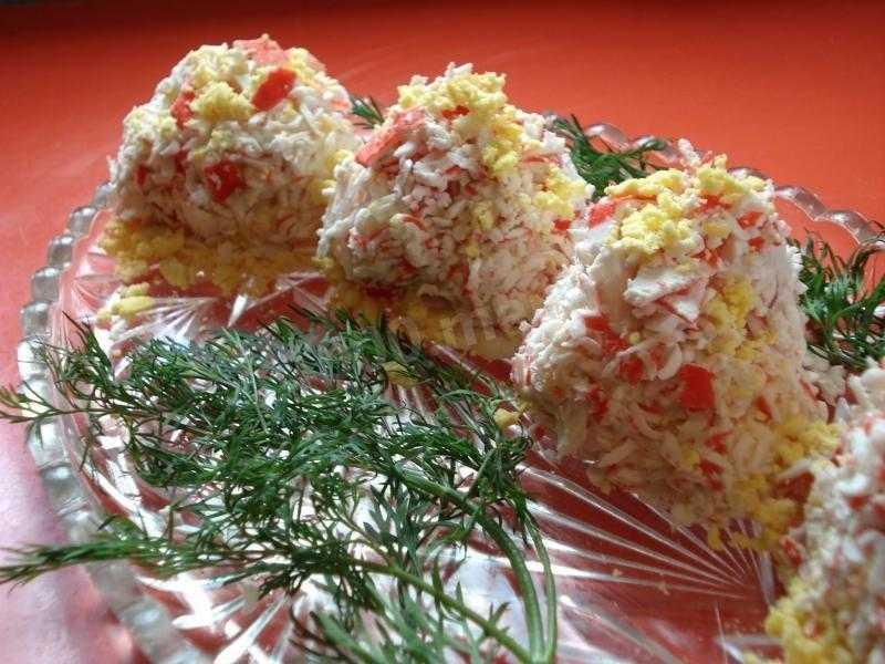 Сырные шарики из крабовых палочек новогодние рецепт с фото пошагово - 1000.menu