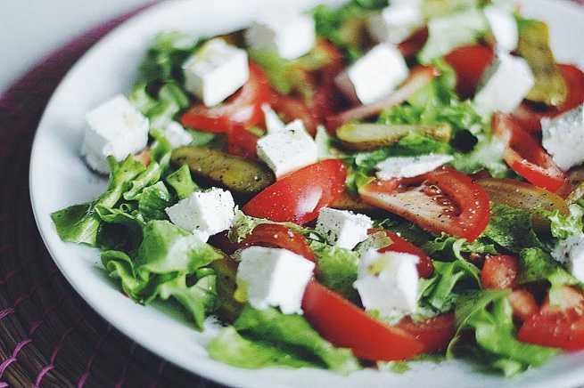 Салат с брынзой | 5 простых и вкусных рецептов