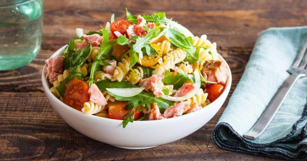 Готовим салат с базиликом: 5 рецептов на выбор