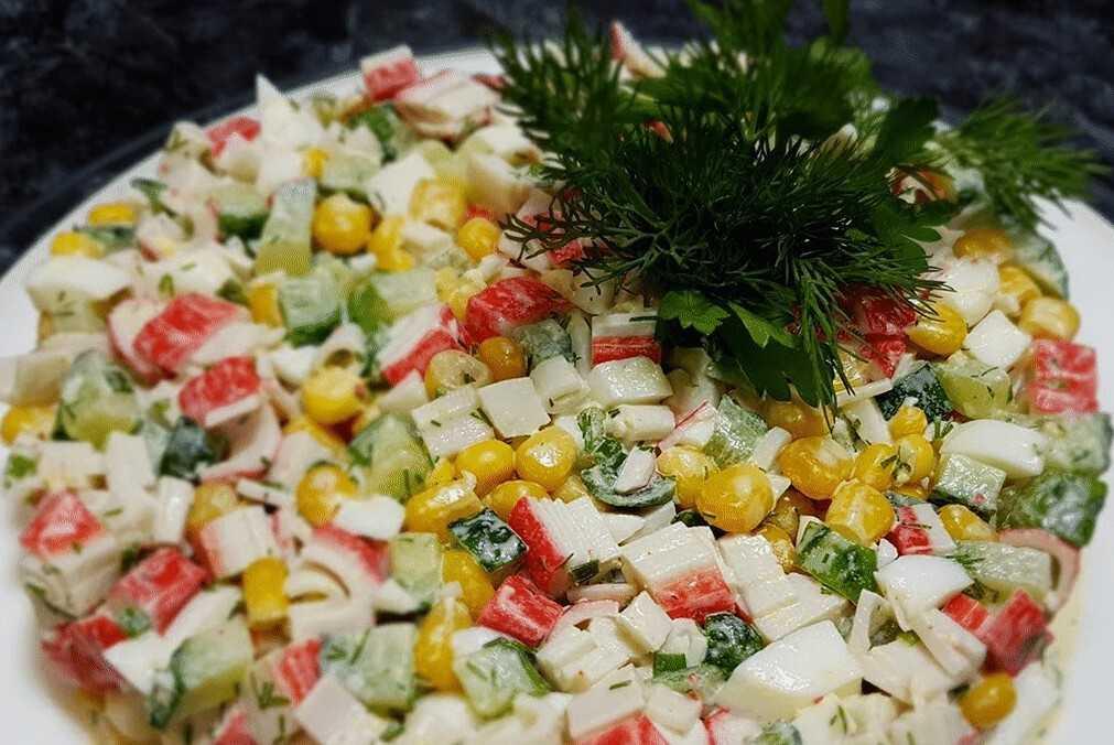 Крабовый салат с рисом и кукурузой — вкус нежности: рецепт с фото и видео