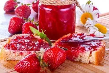 Сырое варенье из клубники без варки ягод
