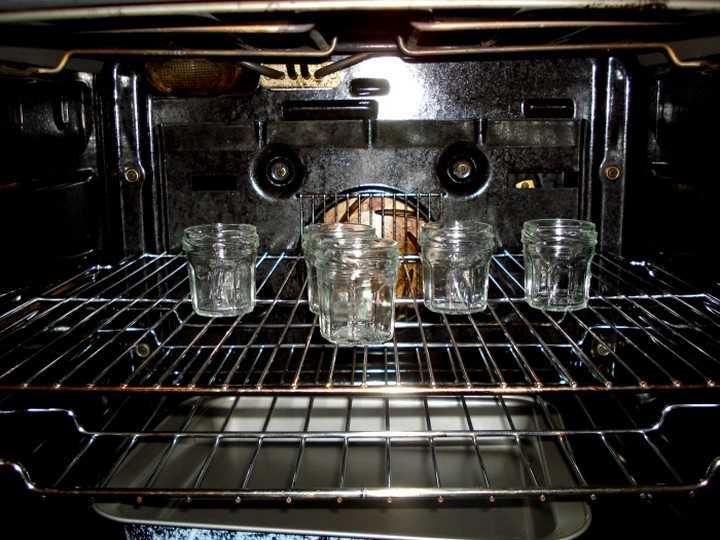 Как стерилизовать банки в электрической духовке