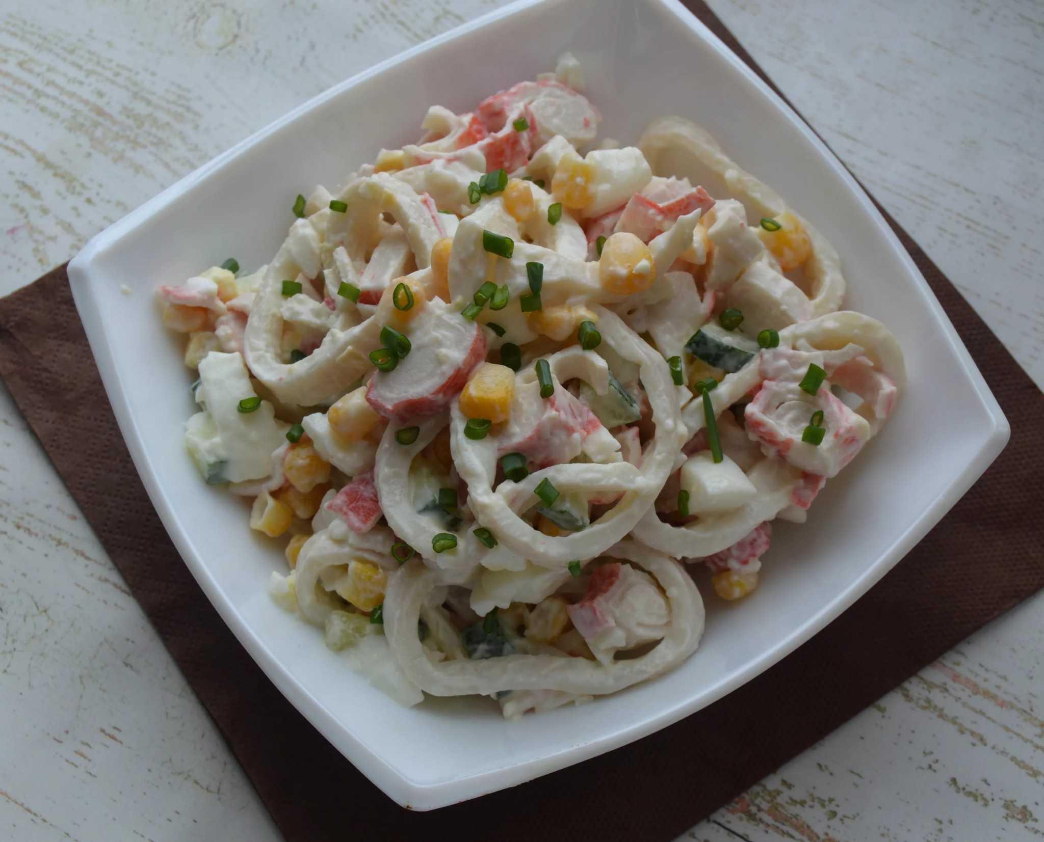 Салаты с кальмарами: 8 самых вкусных и простых рецептов