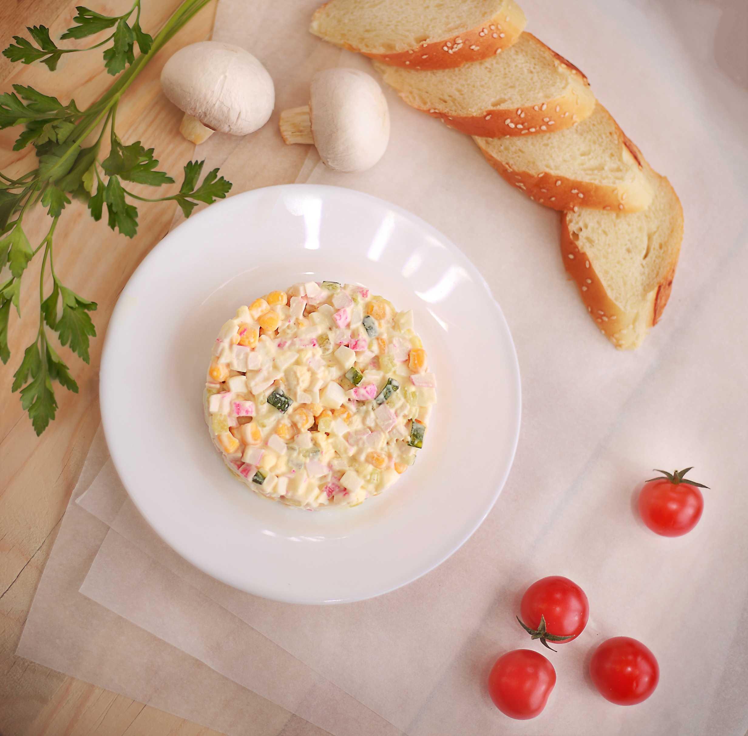 Салат с пекинской капустой крабовыми палочками и кукурузой рецепт с фото пошагово и видео - 1000.menu