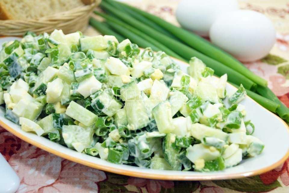 Салат с зеленым горошком и солеными огурцами рецепт с фото пошагово - 1000.menu