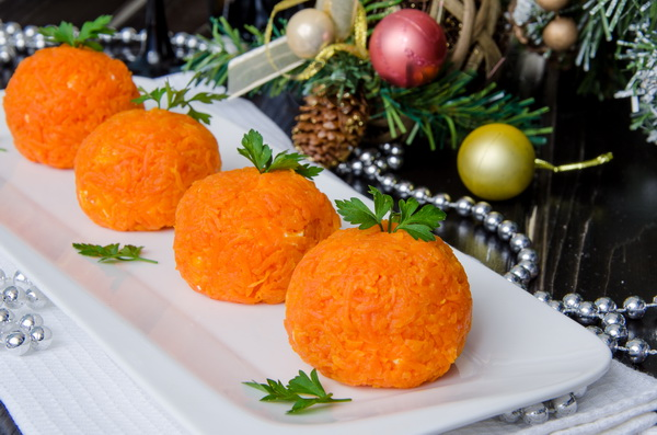 Мандаринки из сыра и моркови с чесноком в домашних условиях: рецепты, фото