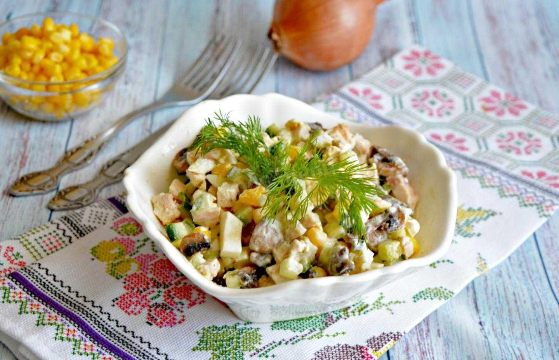 Салат нежный с курицей и огурцами рецепт с фото пошагово - 1000.menu