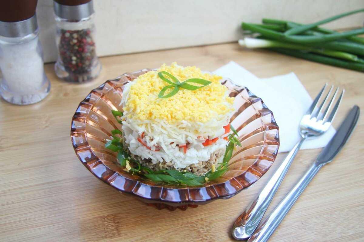 Салат с консервированным тунцом - 14 простых вкусных рецептов